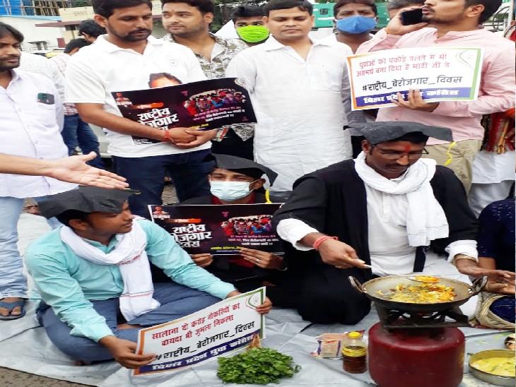 पटना के कारगिल चौक पर किया अनूठा विरोध प्रदर्शन, कहा- सरसों तेल, गैस, सब्जियां भी इतनी महंगी कि... बिहार,Bihar - Dainik Bhaskar