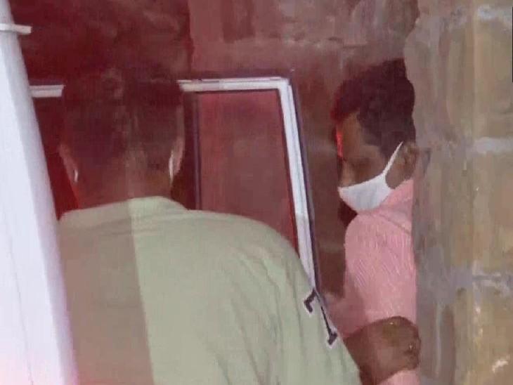 महाराष्ट्र ATS और मुंबई पुलिस की संयुक्त कार्रवाई में हिरासत में लिए गए जाकिर से महाराष्ट्र ATS के मुंबई स्थित ऑफिस में पूछताछ जारी है।