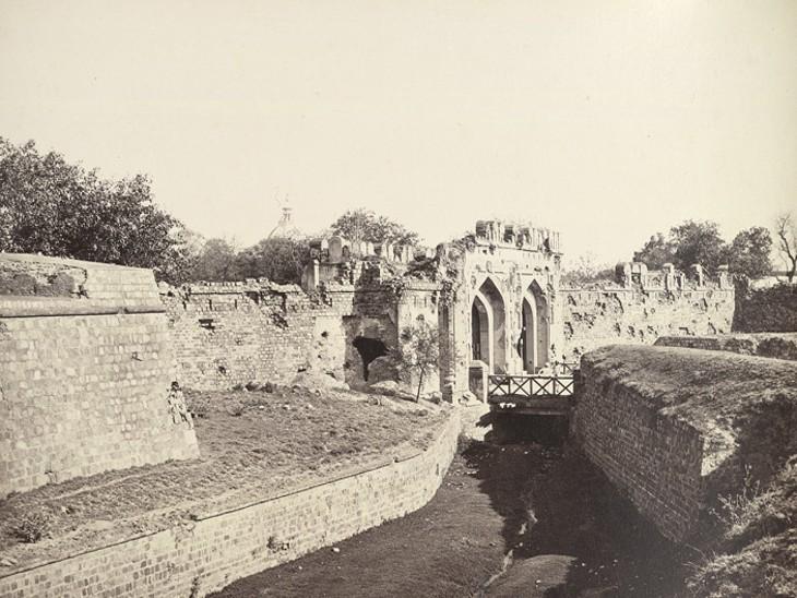 हमले में दिल्ली के कश्मीर गेट को भी खासा नुकसान पहुंचा था।