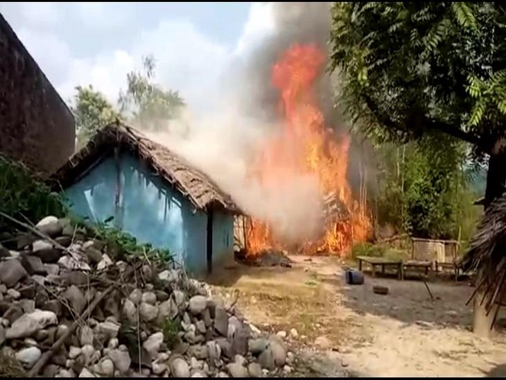 घंटों के बाद पहुंची दमकल विभाग की टीम ने बुझी हुई आग पर पानी डालने का काम किया सहारनपुर,Saharanpur - Dainik Bhaskar