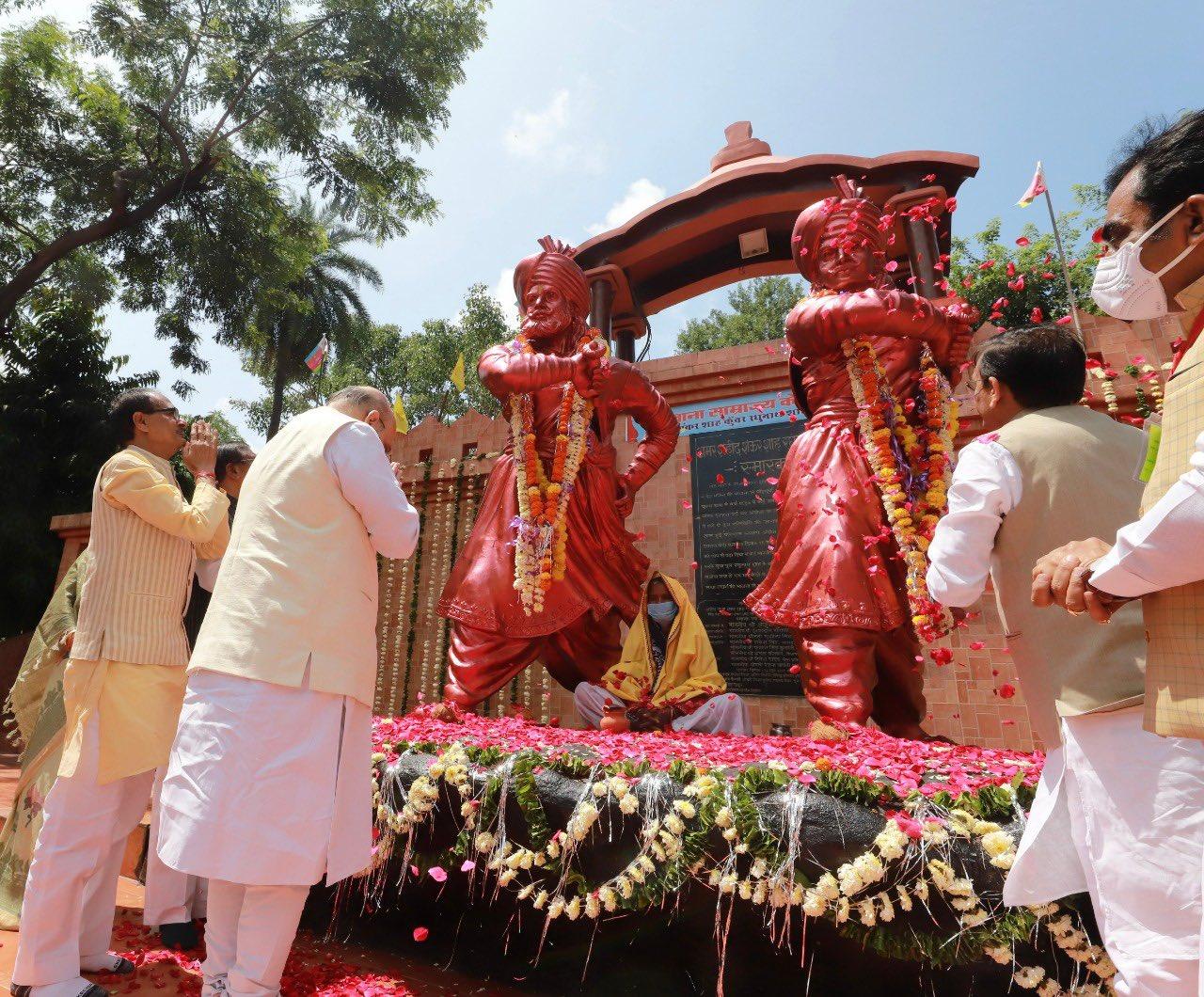 अमित शाह ने राजा शंकर शाह और कुंवर रघुनाथ शाह के बलिदान दिवस पर उन्हें श्रद्धांजलि दी।