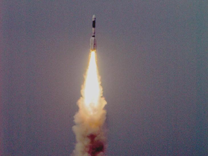 श्रीहरिकोटा के सतीश धवन स्पेस सेंटर से एजुसैट को लॉन्च किया गया था।