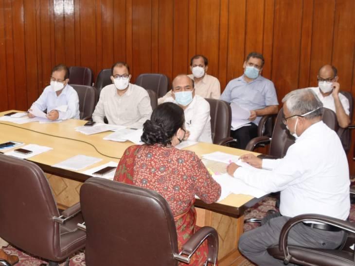 एक दिन पहले इंप्रूवमेंट परीक्षा को लेकर शासन स्तर पर मीटिंग हुई।