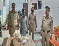 प्रतिबंधित इंजेक्शन के साथ पकड़े गए आरोपी - Dainik Bhaskar