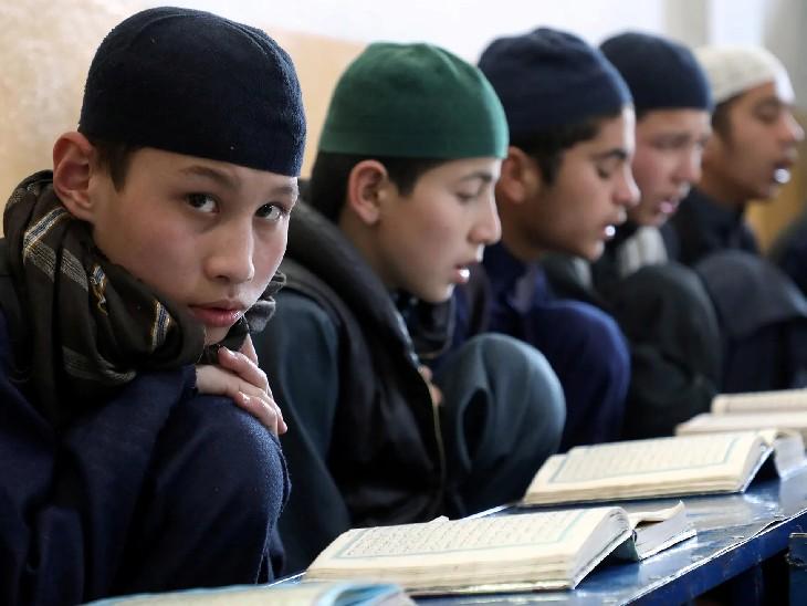 अफगानिस्तान में आज से लड़कों के लिए खुले स्कूल, लड़कियों के लिए कब खुलेंगे इस बारे में कोई चर्चा नहीं|विदेश,International - Dainik Bhaskar