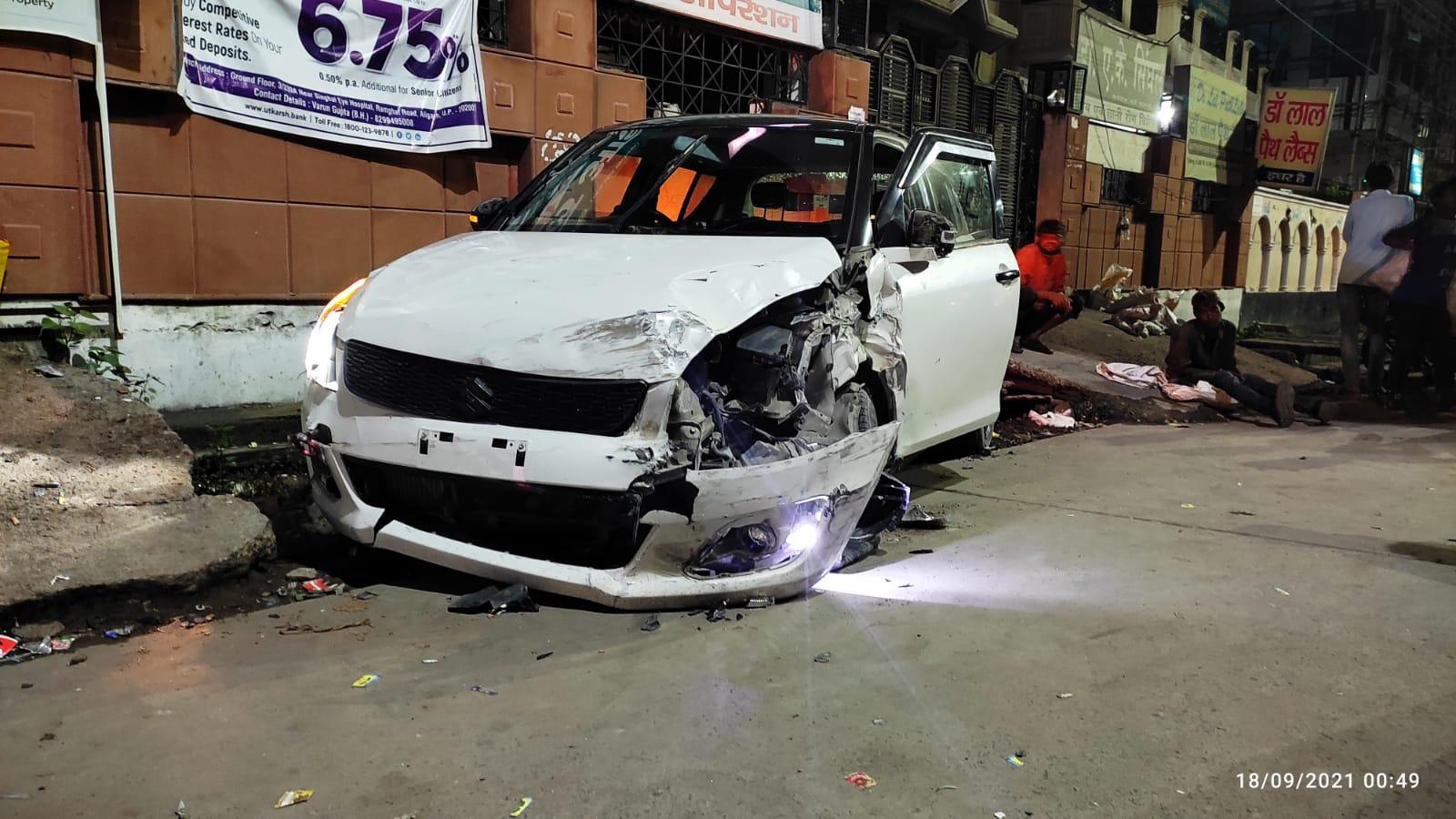 मीनाक्षी पुल से क्वार्सी की ओर जा रहा था कार सवार, पहले गाय व दो कारों में मारी टक्कर, फिर रिक्शा चालक पर चढ़ाई कार अलीगढ़,Aligarh - Dainik Bhaskar