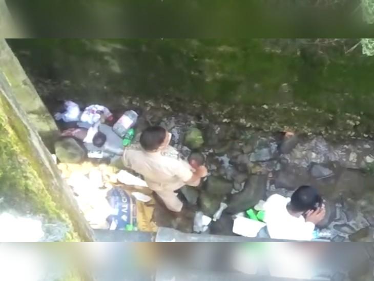 नहर में पुल के नीचे फंसे मिले 3 महीने की बच्चियों के शव, कुछ ही घंटों में हुआ खुलासा-एक साल पहले यार के साथ भागी महिला ने किया पाप; गिरफ्तार|हिमाचल,Himachal - Dainik Bhaskar