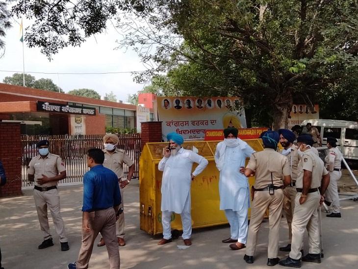 नए CM के ऐलान से पहले चंडीगढ़ स्थित पंजाब कांग्रेस भवन में हलचल बढ़ गई है।