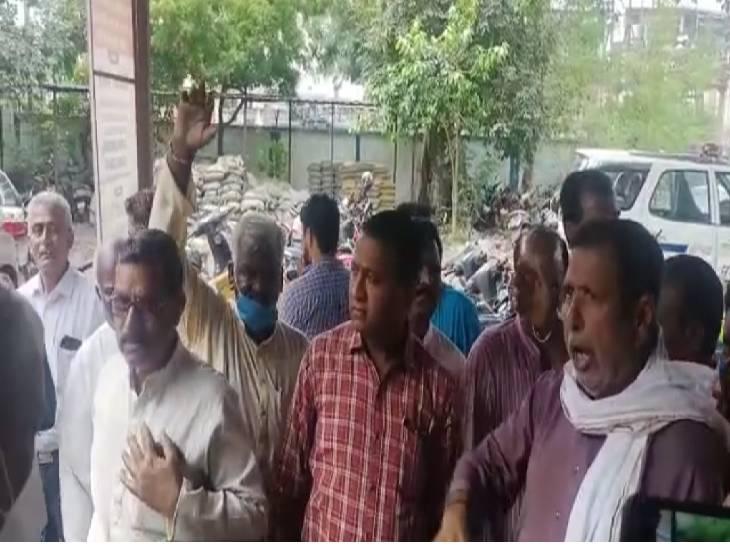 पुलिस पर कांग्रेस कार्यकताओं को बेवजह गिरफ्तार करने का आरोप, TI बोले- कांग्रेस नेताओं के आरोप बेबुनियाद|भोपाल,Bhopal - Dainik Bhaskar