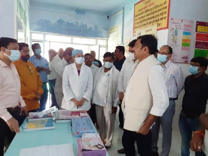 झांसी के 44 प्राथमिक स्वास्थ्य केन्द्रों पर हुआ मुख्यमंत्री आरोग्य स्वास्थ्य मेला; जांच, इलाज, दवा के साथ आयुष्मान कार्ड भी बनाए गए झांसी,Jhansi - Dainik Bhaskar