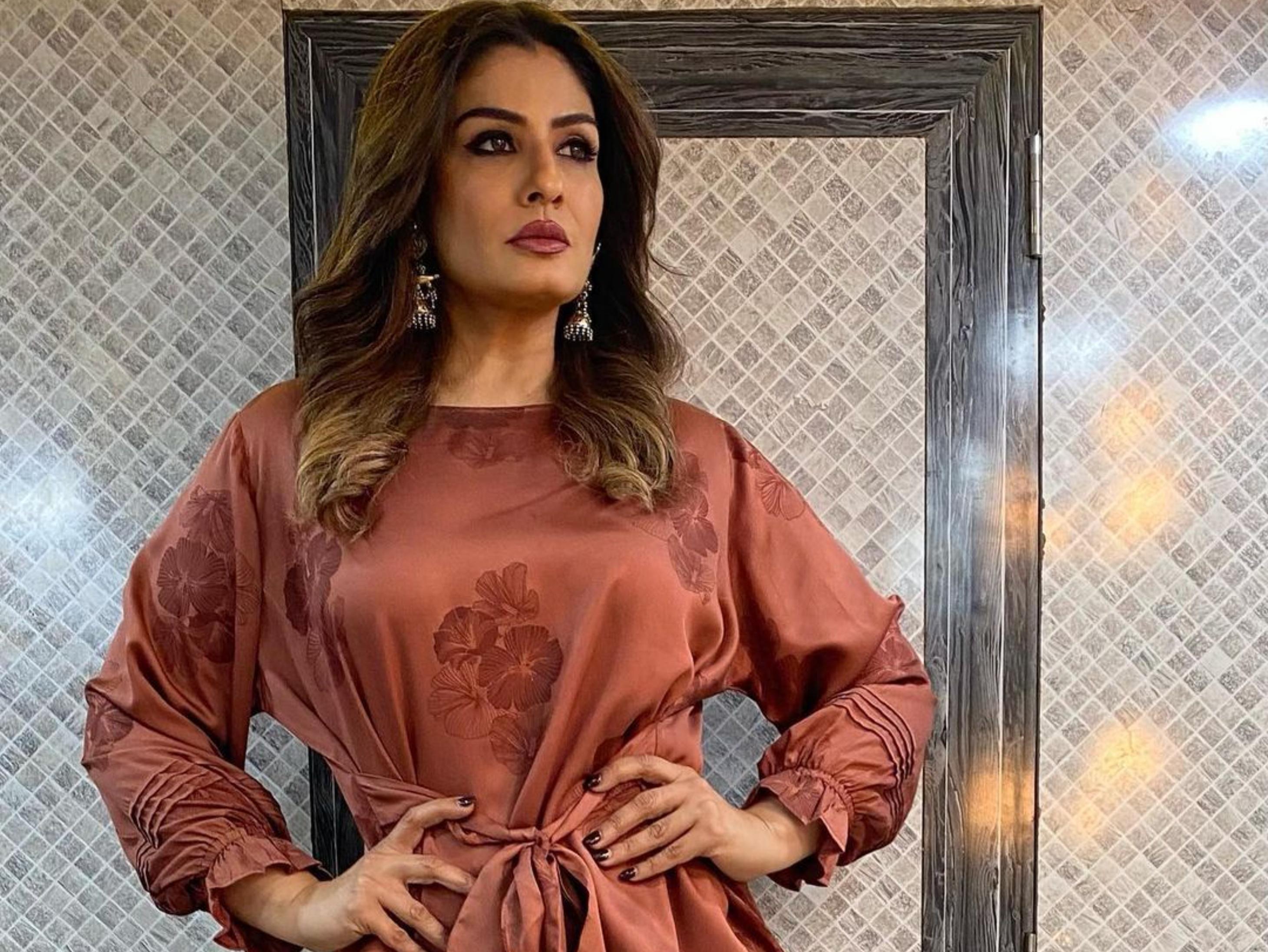 रवीना टंडन ने शेयर किया वीडियो- रस्क को पैक करने से पहले थूक लगाते दिखे वर्कर, एक्ट्रेस बोलीं इन्हें सलाखों के पीछे होना चाहिए|बॉलीवुड,Bollywood - Dainik Bhaskar