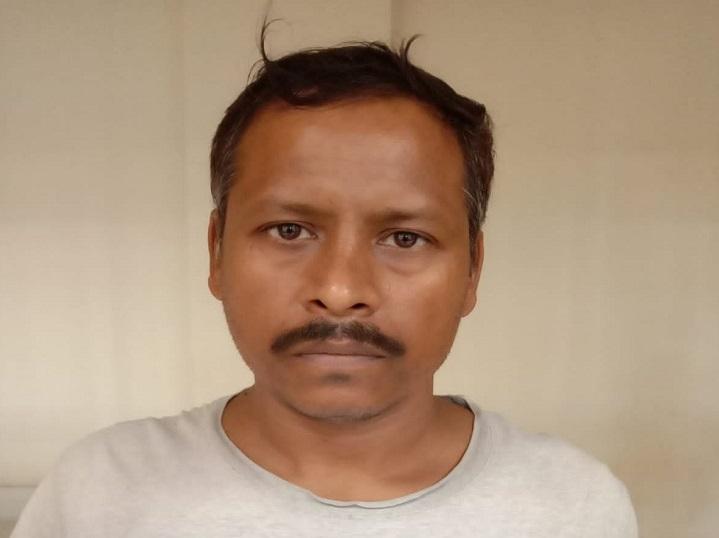 वाराणसी के कैंट रेलवे स्टेशन पर यात्रियों से कर रहा था वसूली, वेंडर की सूचना पर GRP ने किया गिरफ्तार, भेजा गया जेल वाराणसी,Varanasi - Dainik Bhaskar