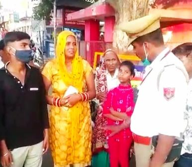 हरियाणा से अलीगढ़ आए थे यात्री, जल्दबाजी में ऑटो में ही छूट गया था सामान, यूनिक नंबर बताने से वापस मिला सामान अलीगढ़,Aligarh - Dainik Bhaskar