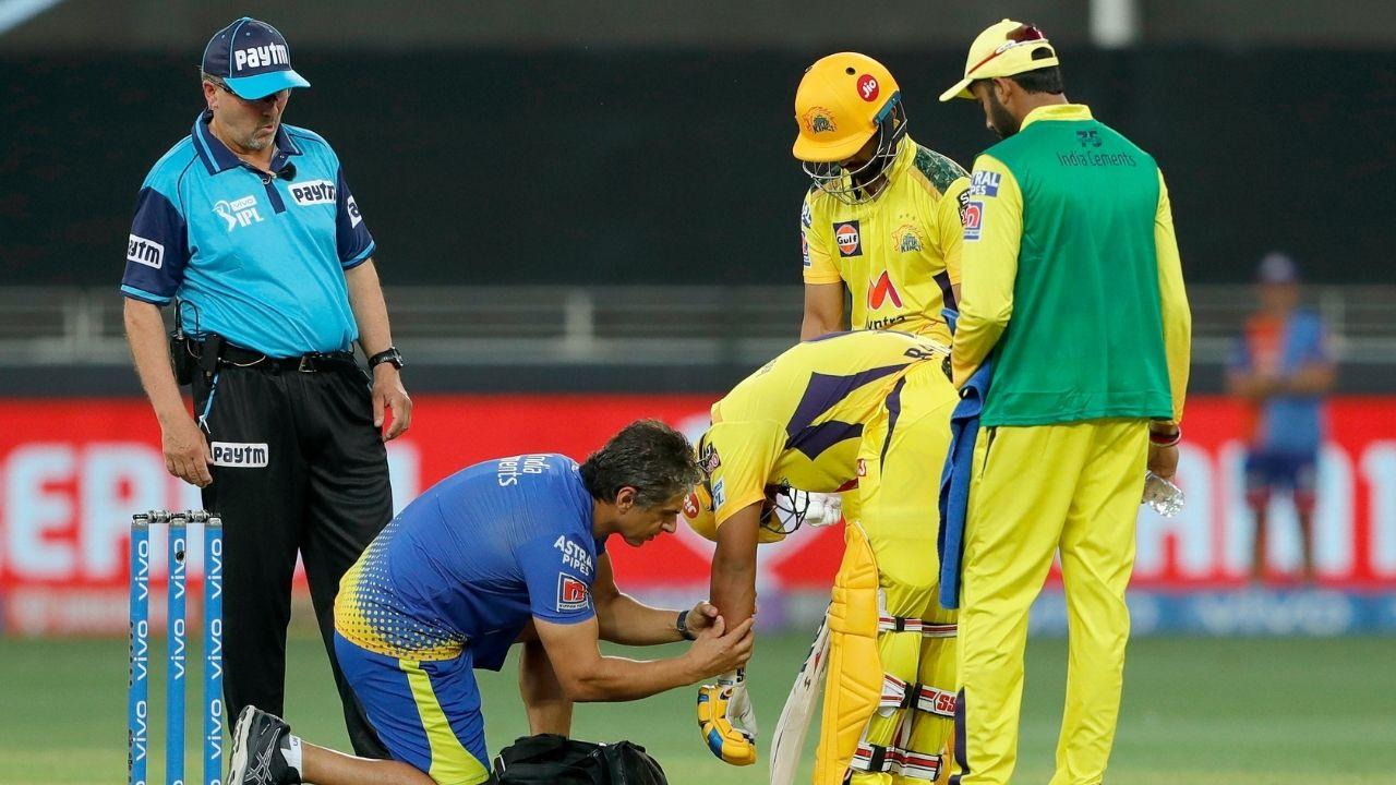 पहले बैटिंग कर रही चेन्नई की शुरुआत खराब रही। दूसरे ओवर तक टीम ने 2 रन बनाए थे और 2 विकेट गिर चुके थे। रायडू से उम्मीदें थीं, लेकिन ऐडम मिल्ने की 140 किलोमीटर की रफ्तार से आती गेंद रायडू के हाथ पर लगी और वो वहीं गिर पड़े। फिर वे बाहर चले गए।