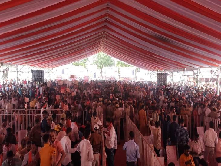 जौनपुर पहुंचे सीएम योगी। - Dainik Bhaskar