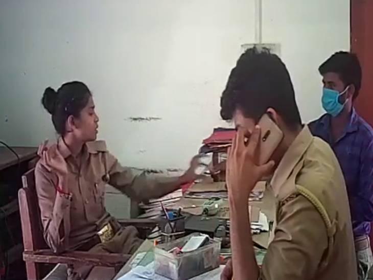 पासपोर्ट वेरिफिकेशन के नाम पर महिला सिपाही लेती थी घूस, एसपी ने किया सस्पेंड|बाराबंकी,Barabanki - Dainik Bhaskar