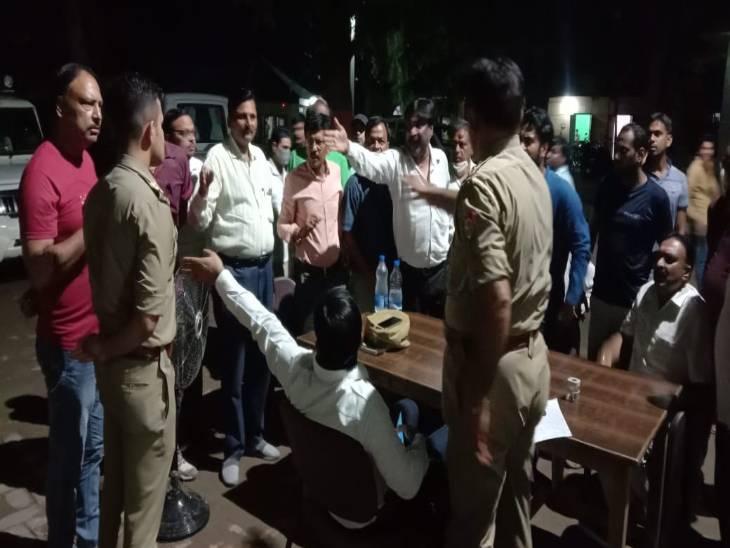 व्यापारियों का आरोप- वन अधिकारी ने पी रखी थी शराब, मांग रहे थे 1.50 लाख रुपए की रिश्वत शामली,Shamli - Dainik Bhaskar