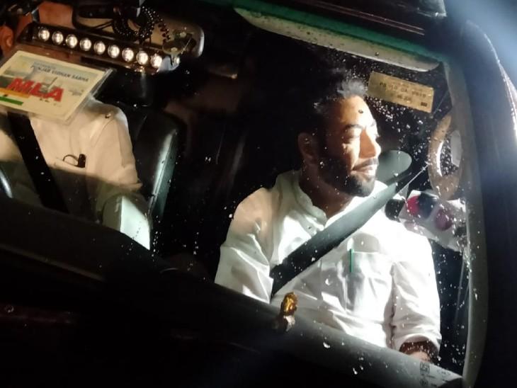 विधायक हरजोत कमल भी बैठक में हिस्सा लेने के लिए देर शाम चंडीगढ़ पहुंचे।