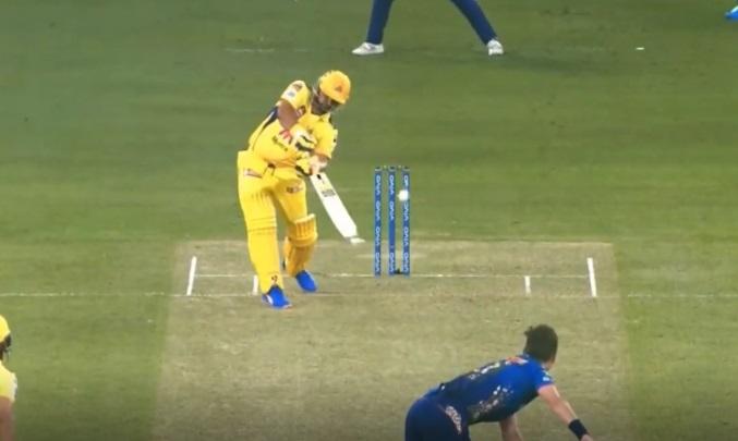 रैना भी चेन्नई के लिए कुछ खास नहीं कर सके। शुरू से ही शॉर्ट बॉल से बचने की कोशिश कर रहे रैना ट्रेंट बोल्ट की 136 घंटे किमी की रफ्तार वाली गेंद पर अपना बैट तुड़वा बैठे और विकेट भी गंवाया।