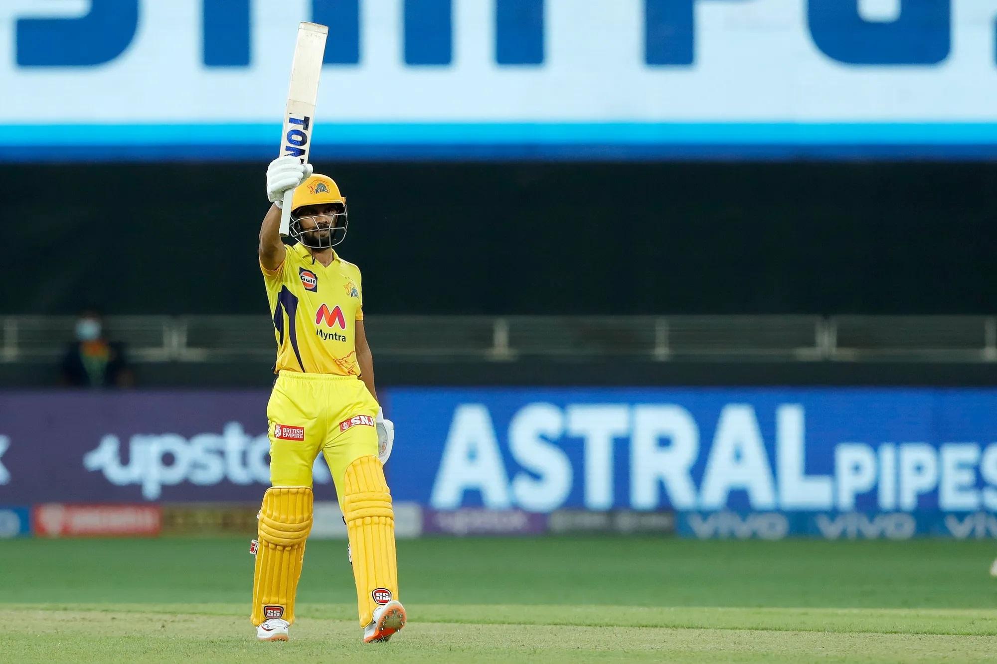 ऋतुराज गायकवाड ने ही पारी की आखिरी गेंद का भी सामना किया। दूसरे छोर पर 6 विकेट गिर गए, लेकिन ऋतुराज जमे रहे। उन्होंने 58 गेंद में 88 रन की पारी खेली। इसमें उन्होंने 9 चौके और 4 छक्के लगाए।