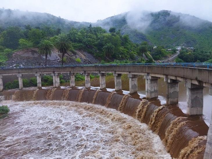 टीडी डेम से इलाके में तेजी से आता पानी।
