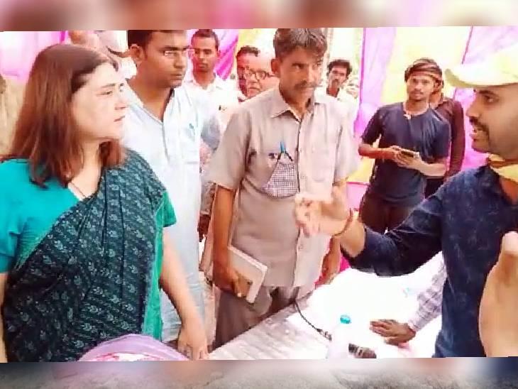 जिस पंचायत भवन निर्माण में लग चुके थे 1 लाख रूपए, सीडीओ के आदेश पर डीपीआरओ ने निर्माण पर लगा दी थी रोक; 8 दिन बाद मेनका ने SDM से कहा-निर्माण वहीं होगा|सुलतानपुर,Sultanpur - Dainik Bhaskar