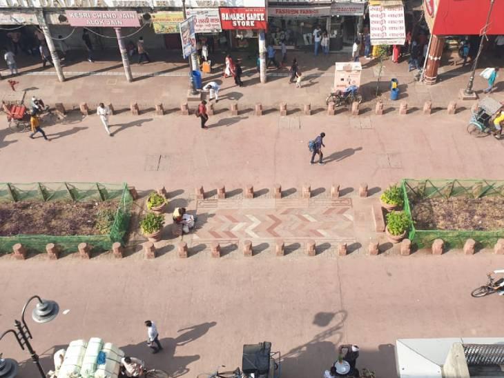 सौंदर्यीकरण में सड़कों का फर्श सीमेंट का बनाया गया है और लाल रंग दिया गया है। सफाई की विशेष व्यवस्था की गई है। लोगों की सुविधा के लिए 4 शौचालय और 2 पुलिस पोस्ट बनाए गए हैं।