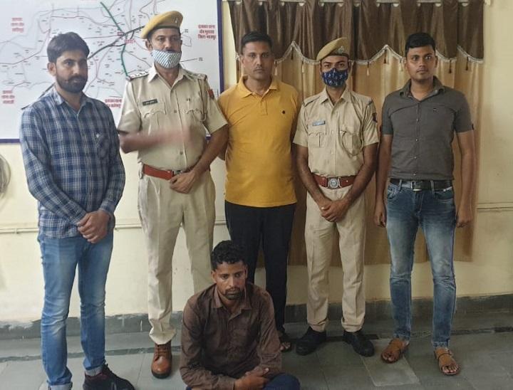 Arrested from Mehndipur Balaji Mor, accused of shooting dead aunt in a dispute over digging grass in the field | खेत में घास खोदने के विवाद में सगी चाची की गोली मारकर हत्या के आरोपी को मेहंदीपुर बालाजी मोड़ से दबोचा