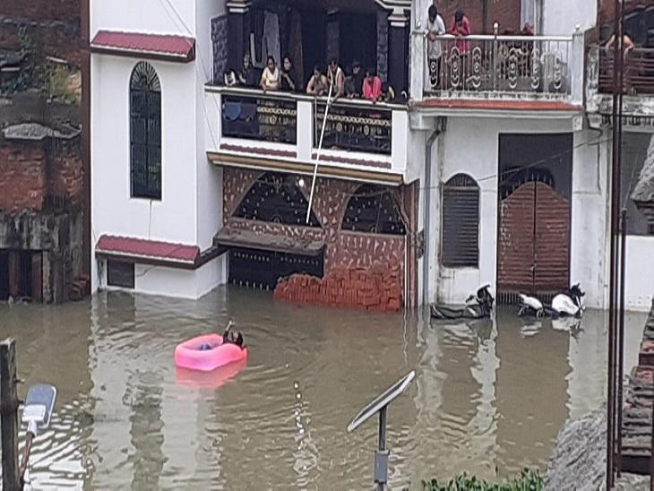 जिले की 50 हजार आबादी बिजली पानी को तरसी, लोगों को हो रही बड़ी परेशानी|आजमगढ़,Azamgarh - Dainik Bhaskar