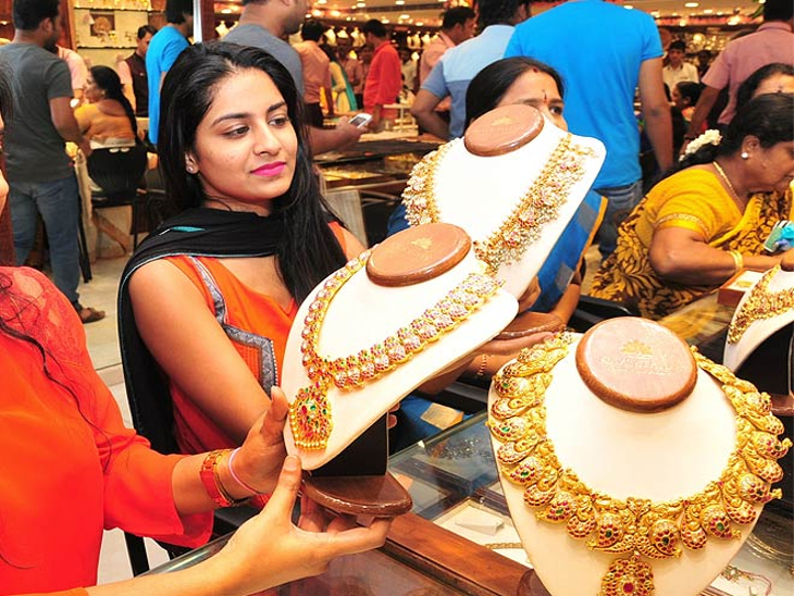 लगातार दूसरे दिन 450 रुपये महंगा हुआ सोना, चांदी की कीमत में भी 1 हजार 350 रुपये का हुआ इजाफा जयपुर,Jaipur - Dainik Bhaskar