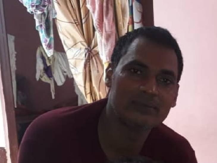 फरार पति को लेकर पीड़ितों ने पुलिस अधीक्षक अजय साहनी से मुलाकात की है।