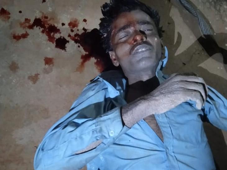 सिर में लगी चोट से हत्या का संदेह,ग्रामीणों ने कहा,गांव का नहीं है मृतक,शिनाख्त का प्रयास कर रही पुलिस|चूरू,Churu - Dainik Bhaskar