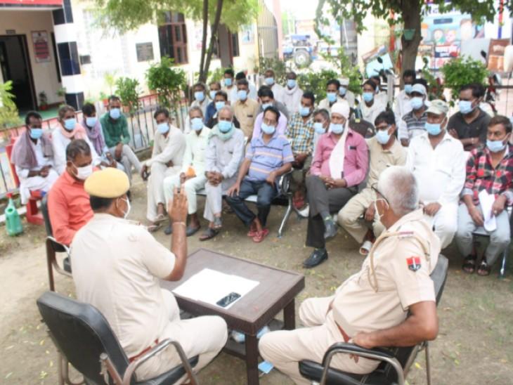 अधिक किराया वसूलने वाले टैंपो चालकों पर होगी कार्रवाई,एसपी के निर्देश पर ट्रैफिक इंचार्ज ने बैठक लेकर ड्राइवरोंको दी चेतावनी|राजस्थान,Rajasthan - Dainik Bhaskar