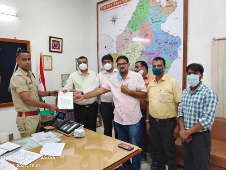 सिरोही पेट्रोलियम डीलर्स एसोसिएशन ने 2 अक्टूबर सेअनिश्चिकालीनहड़ताल पर बैठने की दी चेतावनी, ठोसकार्रवाई नहीं हुई तो सभी सरकारी वाहनों को पेट्रोल-डीजल की सप्लाई बंद|सिरोही,Sirohi - Dainik Bhaskar