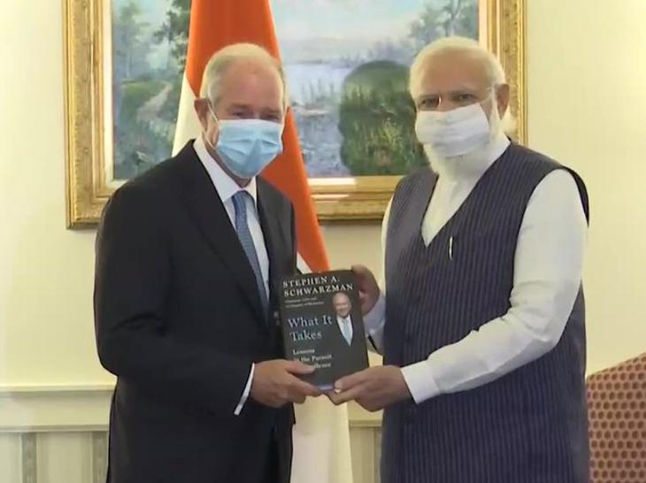 प्रधानमंत्री नरेंद्र मोदी के साथ ब्लैकस्टोन ग्रुप के सीईओ स्टीफन श्वॉर्जमैन।