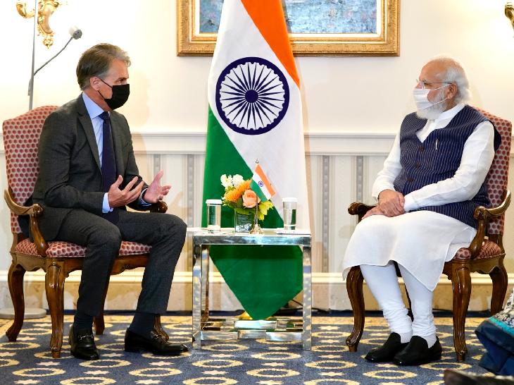 प्रधानमंत्री नरेंद्र मोदी के साथ फर्स्ट सोलर के CEO मार्क विडमर ।
