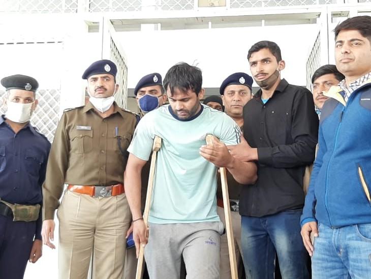 अजमेर के अलावा देश की किसी भी दूसरी जेल में शिफ्ट करने की मांग, एनकाउंटर का भी सतारहा डर अलवर,Alwar - Dainik Bhaskar