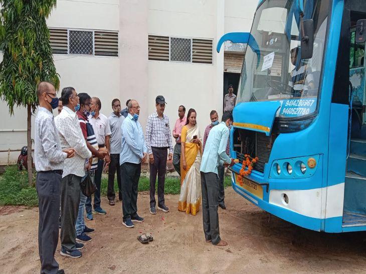 RBSE से एग्जाम सेन्टरके लिए रवाना किए वाहन;चेयरमेनजारोलीने की पूजा-अर्चना, सुरक्षा के पुख्ता बंदोबस्त|अजमेर,Ajmer - Dainik Bhaskar
