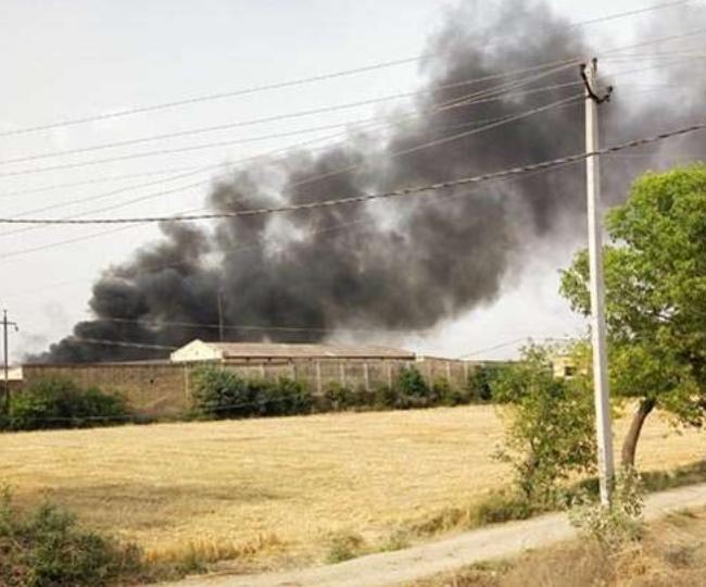 जींद की एक फैक्टरी में जलते टायर और फैलता प्रदूषण
