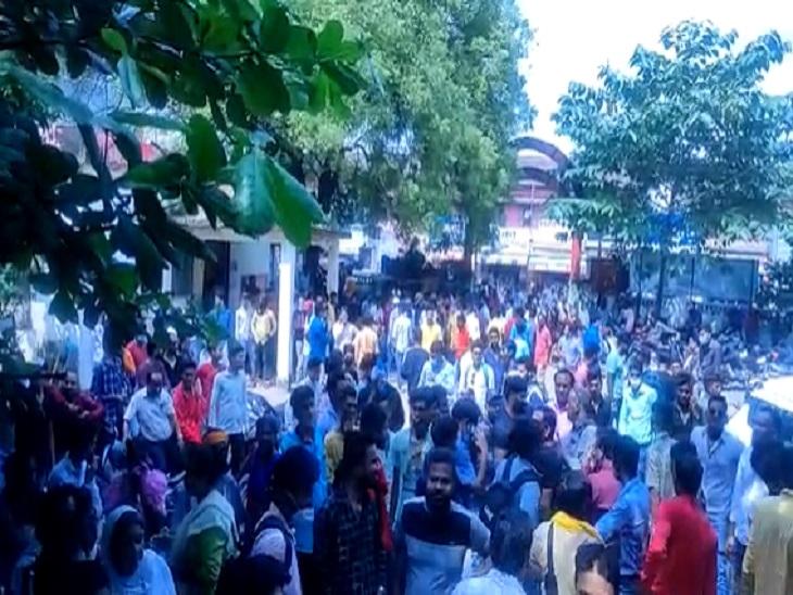 बुधवार को कांग्रेसी कार्यकर्ताओं ने थाने में जमकर हंगामा किया था।