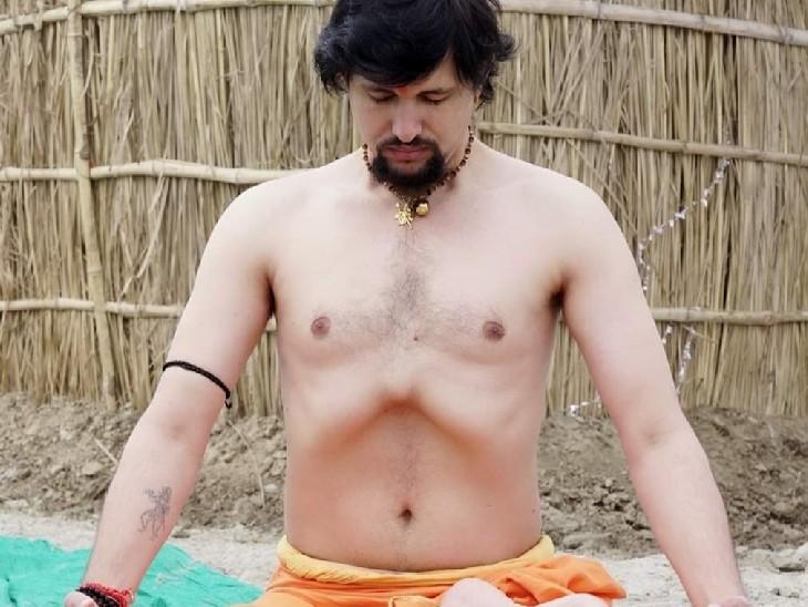 आनंद गिरी ने योग शिक्षा में P.hd. भी कर रखी है। उनकी पहचान इंटरनेशनल योग गुरु के तौर पर भी है।