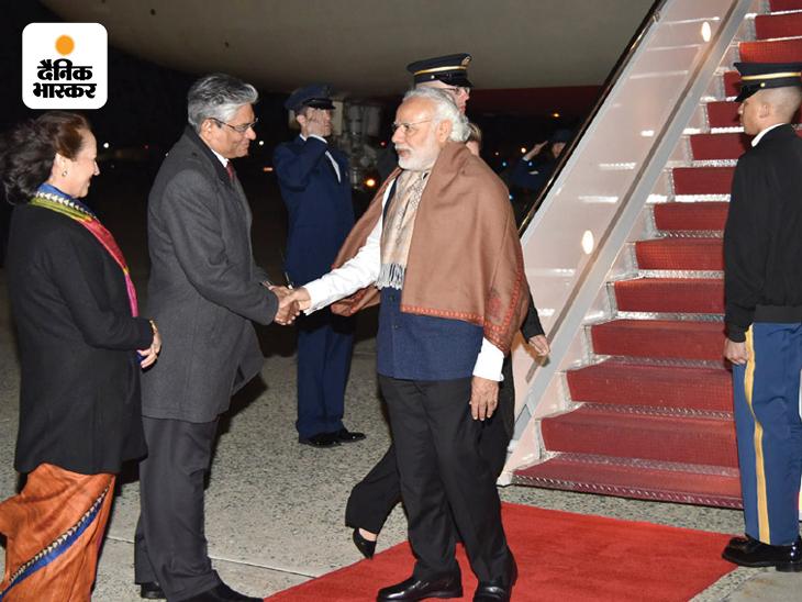 प्रधानमंत्री बनने के बाद तीसरी बार नरेंद्र मोदी 31 मार्च 2016 को अमेरिका पहुंचे। राजधानी वॉशिंगटन डीसी में उनका जोरदार स्वागत किया गया। वे यहां प्रवासी भारतीयों से भी मिले। इस दौरान मोदी सफेद शर्ट के ऊपर ब्लू जैकेट पहने नजर आए। उन्होंने कंधे पर एक शॉल भी डाल रखी थी, इस बार उनकी हेयर स्टाइल पहले से बदली दिख रही थी।