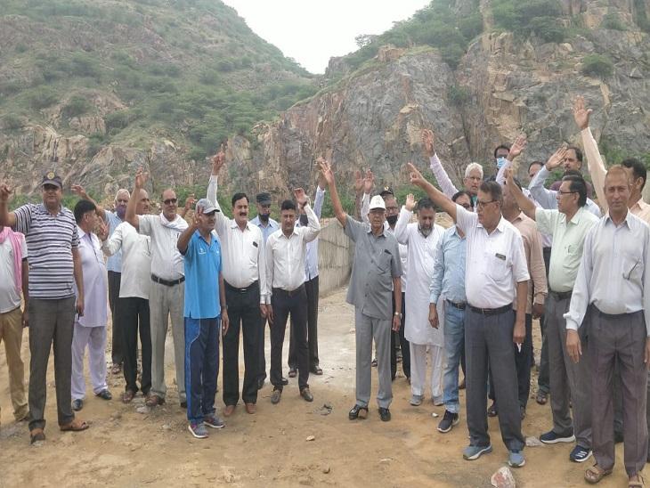 शहर के बीच डंपिंग यार्ड को बनाने की दी अनुमति, पूर्व सैनिकों ने किया विरोध; आंदोलन की चेतावनी दी झुंझुनूं,Jhunjhunu - Dainik Bhaskar