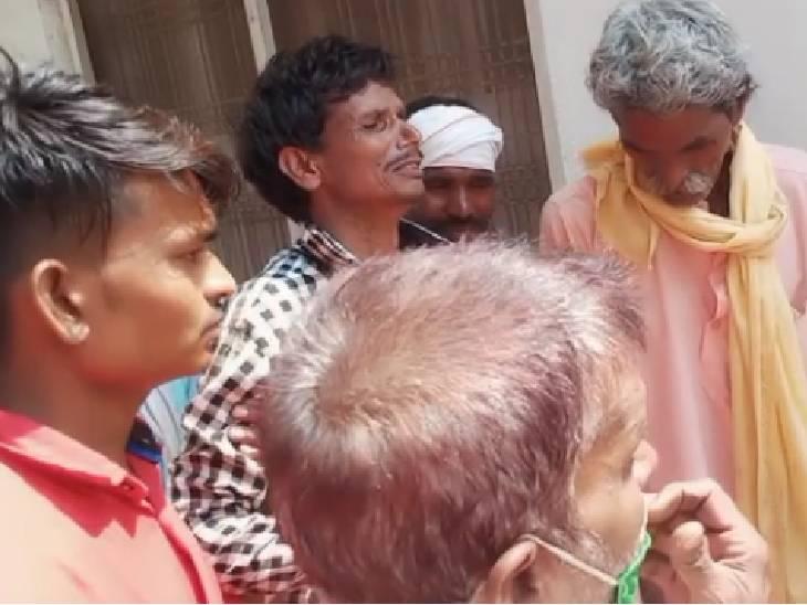भाटी गांव में दो भाइयों को सांप ने डंसा, दो बार झाड़-फूंक के बाद एक की मौत, दूसरा गंभीर; सिरसौद में भी महिला को सांप ने डंसा|शिवपुरी,Shivpuri - Dainik Bhaskar