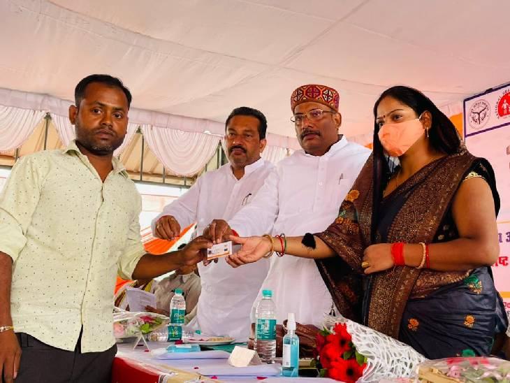 वैक्सीनेशन में अहम भूमिका निभाने के लिए 24 आशा बहुओं को किया गया सम्मानित कौशांबी,Kaushambi - Dainik Bhaskar