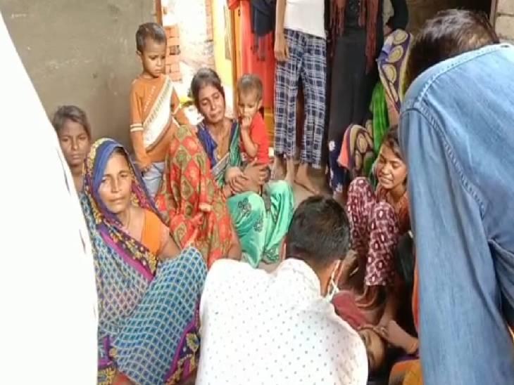 घर पर रखी सरसों चुरा रहा था नौकर, मालकिन ने रंगे हाथ पकड़ा; रस्सी से घोंट दिया गला|फतेहपुर,Fatehpur - Dainik Bhaskar