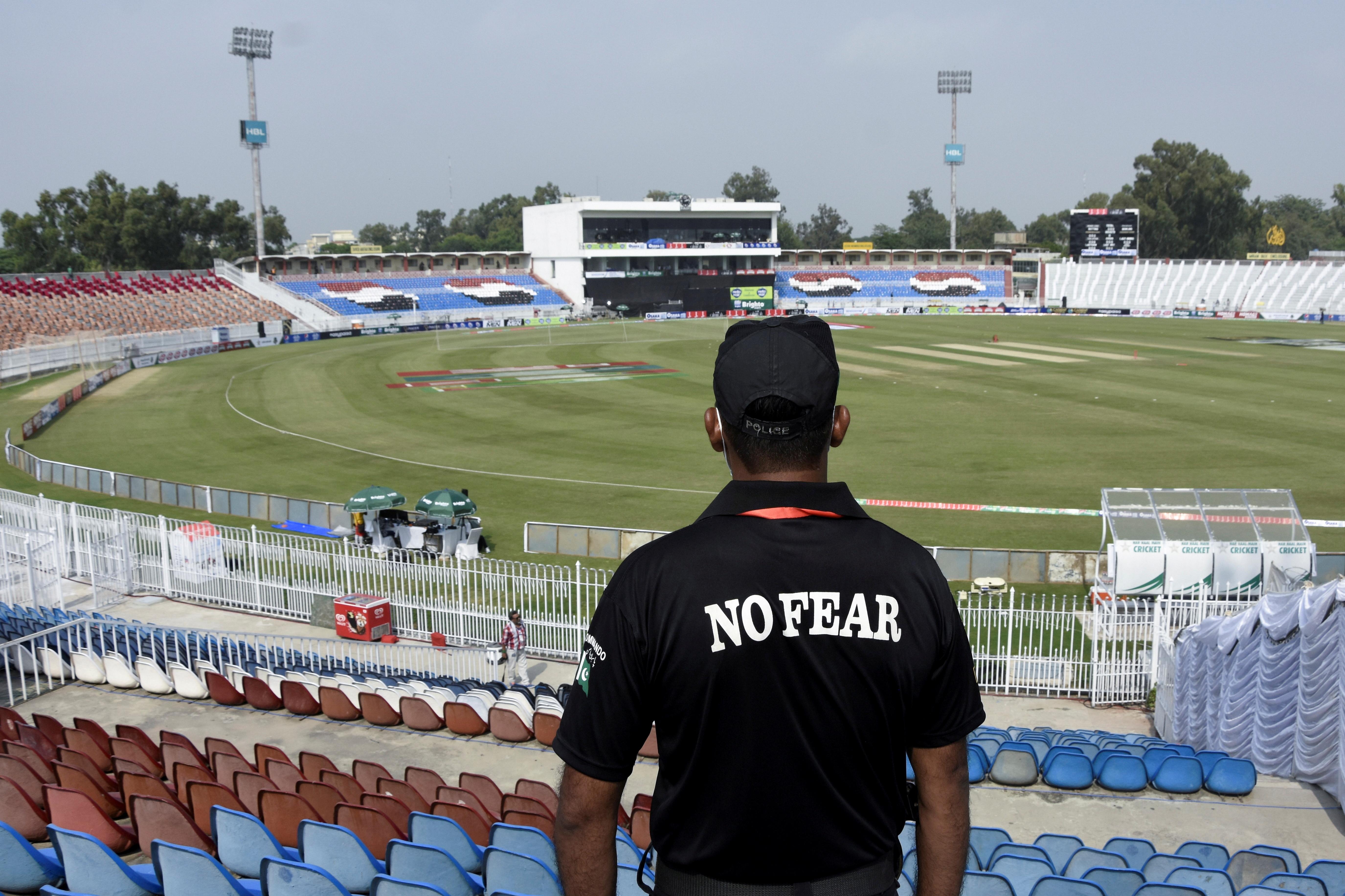 न्यूजीलैंड और इंग्लैंड हाल में सुरक्षा कारणों से पाकिस्तान दौरा रद्द कर चुके हैं।