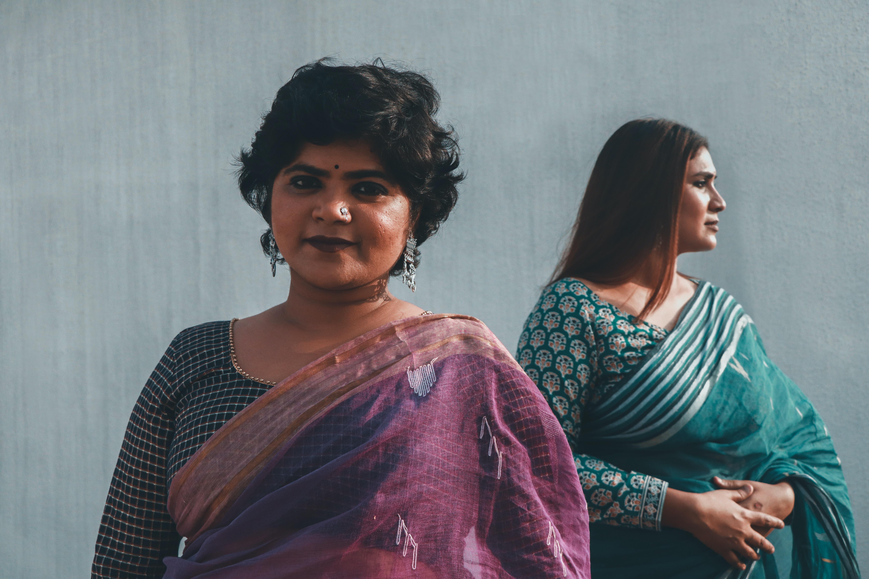 महिलाओं की ड्रेस पर सवाल, साड़ी हो या शॉर्ट ड्रेस कॉलेज-होटल में घुसने से रोका|वुमन,Women - Dainik Bhaskar