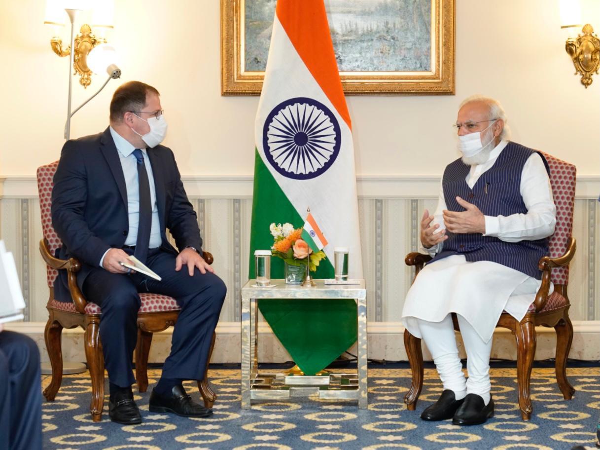 प्रधानमंत्री नरेंद्र मोदी के साथ क्वालकॉम के CEO क्रिस्टियानो अमान