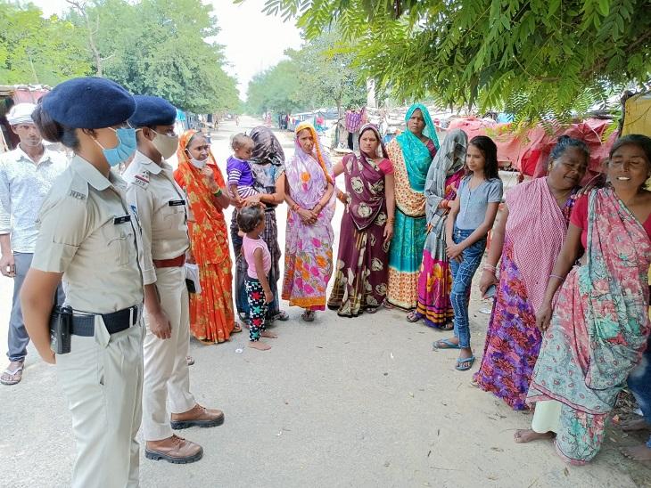 महिलाओं को जागरुक करती आरपीएफ - Dainik Bhaskar